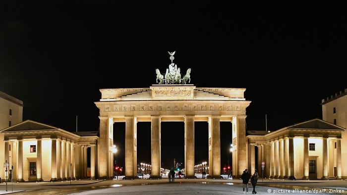 Deutschland Brandenburger Tor (picture-alliance/dpa/P. Zinken)
