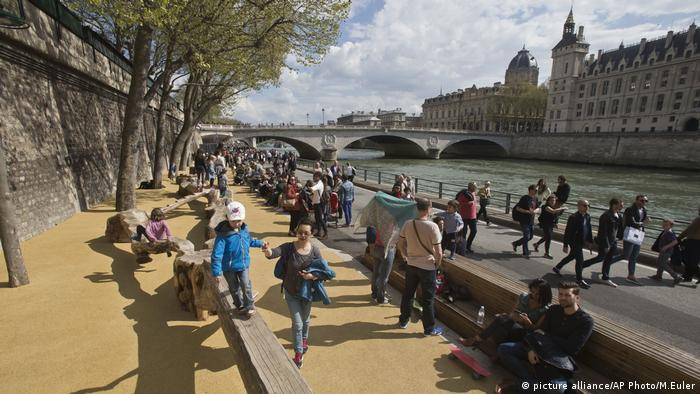 France Car-Free Zone (picture alliance/AP Photo/M.Euler)