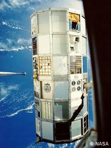 Space Debris / Welraumschrott