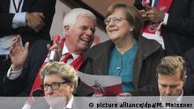 Deutschland Angela Merkel besucht ein Speil des 1. FC Köln