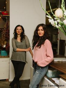 Lale Yanik and Arzu Bulut (Photo: Lena Ganssmann)