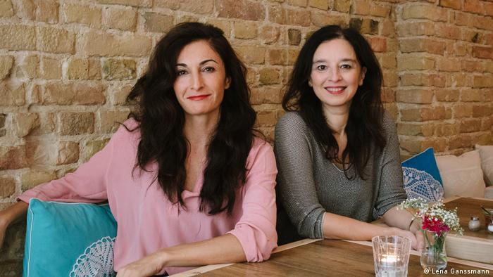 Lale Yanik and Arzu Bulut at the Turkish restaurant Osmans Töchter in Berlin (Photo: Lena Ganssmann)