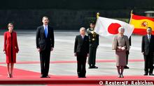 05.04.2017 Spain's King Felipe (2-L) and Queen Letizia (L) attend a welcoming ceremony with Japan's Emperor Akihito (2-R) and Empress Michiko at the Imperial Palace in Tokyo, Japan, 05 April 2017. The Spanish Royal couple is on a state visit to Japan. REUTERS/Frank Robichon/Pool