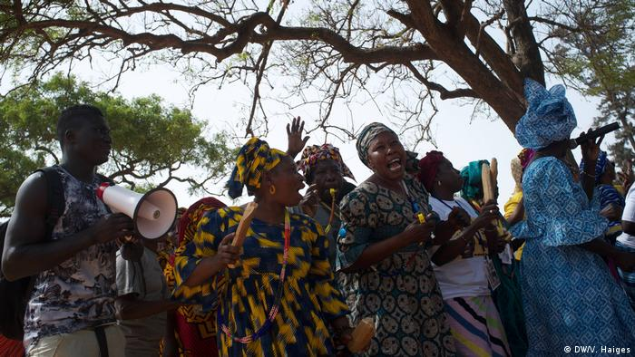 Gambia Wahl   Wahlkampf in Serekunda