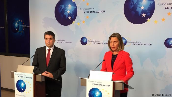 German foreign minister Sigmar Gabriel (left) und EU Foreign Affairs Commissioner Federica Mogherini
