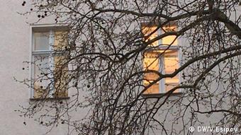 Освещенное окно дома
