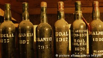 Old bottles of Madeira wine (picture alliance/Arco Images)