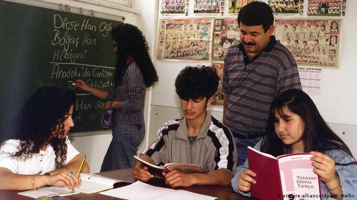معلمون أتراك في ألمانيا ـ شبهة الدعاية للرئيس أردوغان