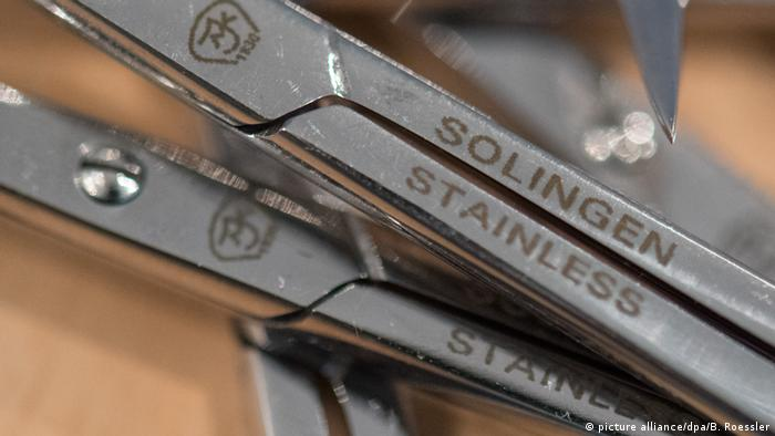 Deutschland PK Zoll zieht Bilanz | Solingen (picture alliance/dpa/B. Roessler)
