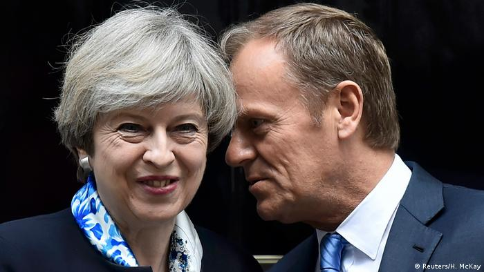 Großbritannien Theresa May & Donald Tusk (Reuters/H. McKay)