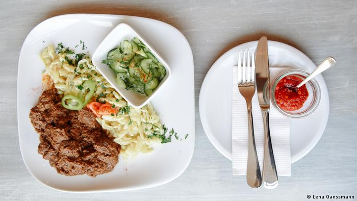 Traditional Hungarian beef goulash at Café Lola was here in Berlin (Photo: Lena Ganssmann)