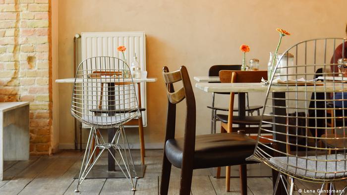 Der Innenraum des Berliner Cafés Lola was here (Foto: Lena Ganssmann)