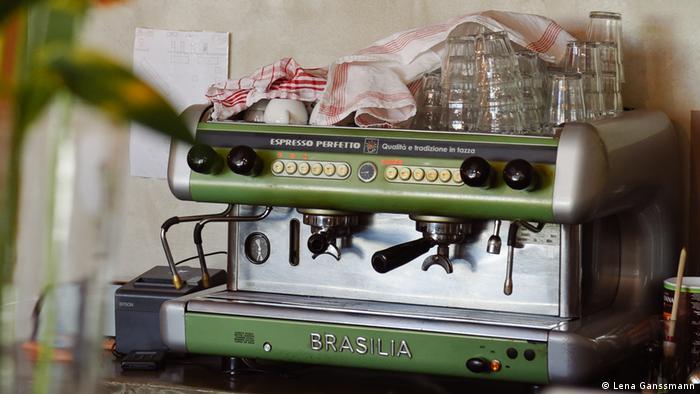 Kaffeemaschine im Berliner Café Lola was here (Foto: Lena Ganssmann)