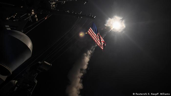 Фото запуску ракет Томагавк по позиціях сирійських військових