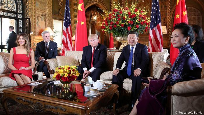 Tapa na cara para China? Enquanto casais Xi e Trump jantavam na Flórida, mísseis explodiam em Al-Shairat
