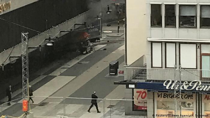 У Стокгольмі вантажівка в'їхала в натовп людей