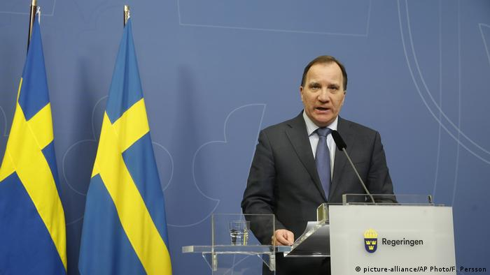 Schweden Stockholm LKW-Angriff Premierminster Lofven (picture-alliance/AP Photo/F. Persson)
