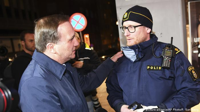 Schweden Stockholm LKW-Angriff Premierminster Lofven (picture-alliance/AP Photo/F. Sandberg)
