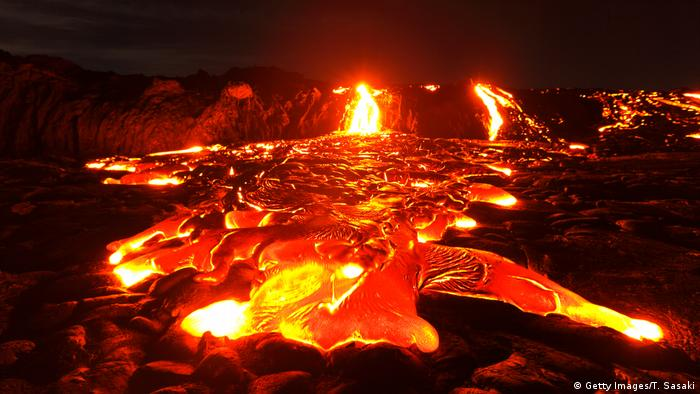 Leuchtende Lavaströme Hawaii Kilauea (Getty Images/T. Sasaki)