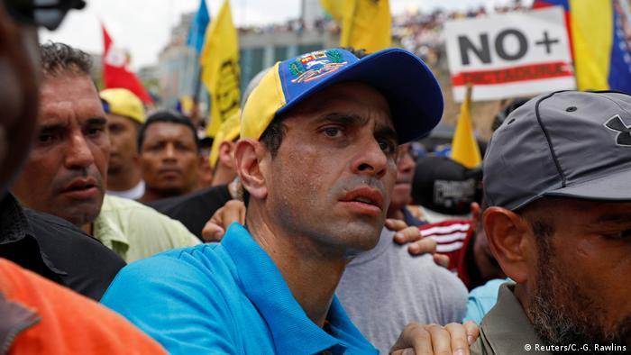 Oppositionsführer Henrique Capriles während einer Demonstration in Caracas (Reuters/C.-G. Rawlins)