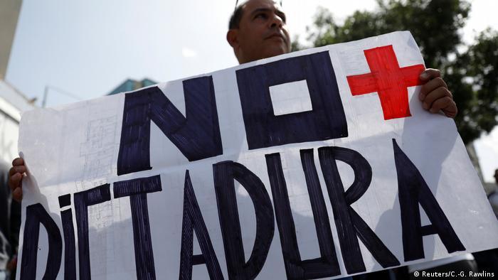 Протести у Каракасі під гаслом Диктатурі - ні!