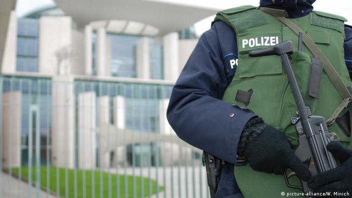 Symbolbild Polizei am Kanzleramt