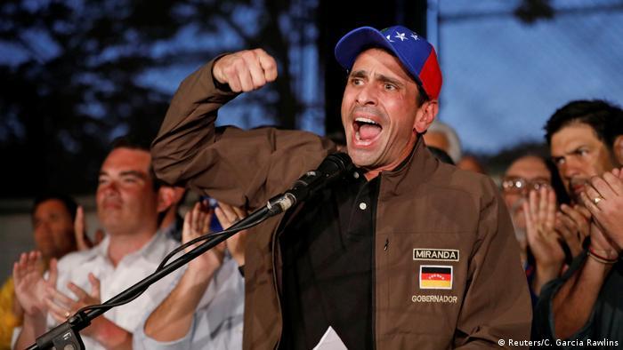 Tras la muerte de tres personas durante las manifestaciones llevadas a cabo en rechazo al Gobierno del presidente venezolano, Nicolás Maduro, la oposición volvió a convocar para este jueves a nueva jornada de protesta. Si millones de personas salieron hoy a las calles, aún más deberán salir mañana, dijo el líder opositor Henrique Capriles, (20.04.2017)