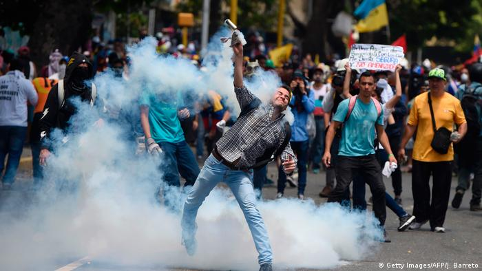 Venezuela Caracas Proteste Opposition Tränengas (Getty Images/AFP/J. Barreto)