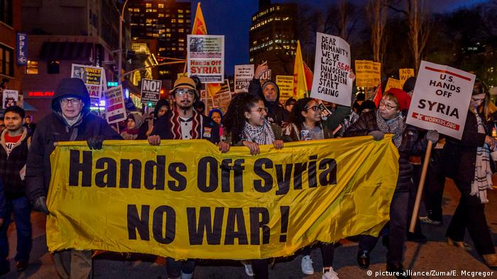 New York Proteste gegen US-Syrien Angriff (picture-alliance/Zuma/E. Mcgregor)