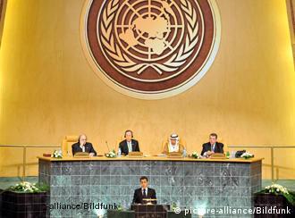 Nicolas Sarkozy hält bei der Eröffnung der Doha-Konferenz eine Rede (Quelle: dpa)