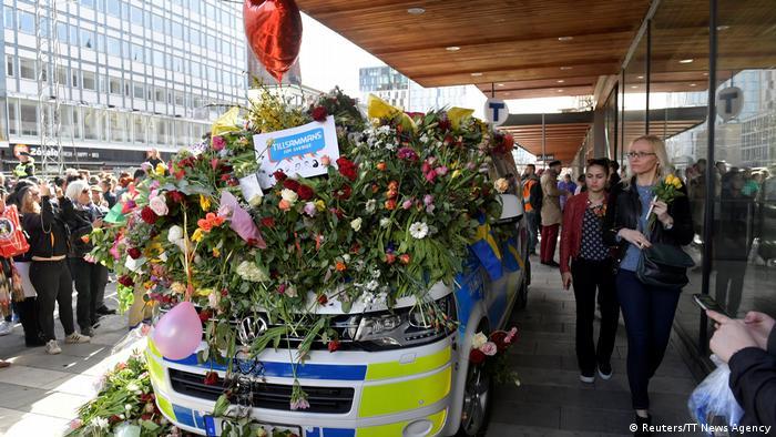 Schweden - Stockholm nach dem Anschlag - Lovefest (Reuters/TT News Agency)