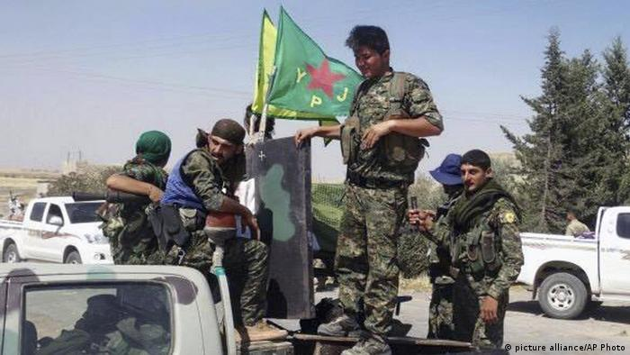 Syrien Volksverteidigungseinheit YPG (picture alliance/AP Photo)