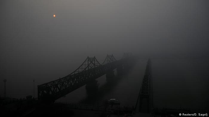 Китайско-северокорейкая граница у города Даньдун, КНР