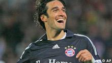 Munich's Luca Toni celebrates after scoring during the German first division Bundesliga soccer match between Bayer Leverkusen and Bayern Munich in Leverkusen on Saturday, Nov, 29 2008. (AP Photo/Hermann J. Knippertz) **Ed's Note: German spelling of Munich is Muenchen** **NO MOBILE USE UNTIL 2 HOURS AFTER THE MATCH, WEBSITE USERS ARE OBLIGED TO COMPLY WITH DFL-RESTRICTIONS, SEE INSTRUCTIONS FOR DETAILS**