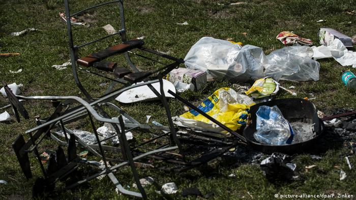 Berlin - Müll im Park - Mobijou-Park