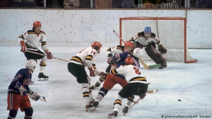 Olympische Winterspiele 1976 - Eishockey - Deutschland - USA 4:1 (picture-alliance/dpa/H. Sanden)