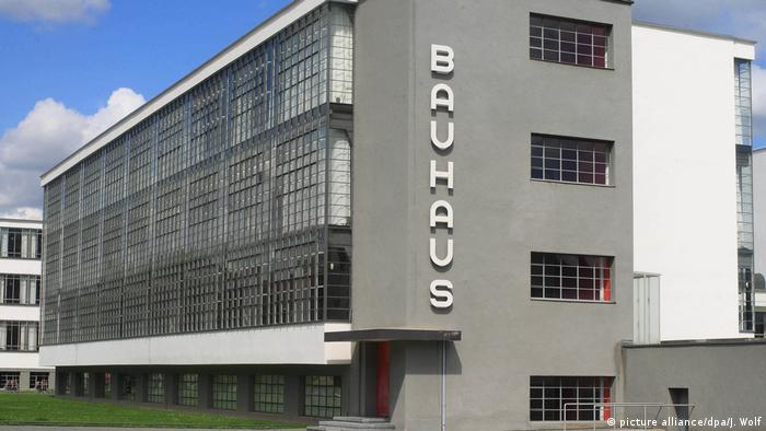 Bauhaus in Dessau (picture alliance/dpa/J. Wolf)