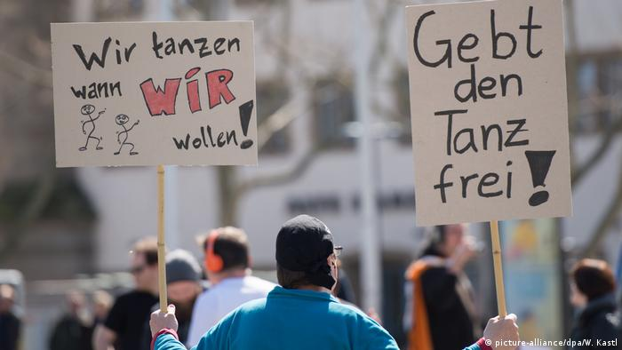 Stuttgart Pirate Party protest against 'Tanzverbot'