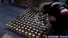 10.04.2017+++ A man adjusts a candle after a ceremony marking the seventh anniversary of the crash of the Polish government plane in Smolensk, Russia, that killed 96 people, including President Kaczynski and his wife Maria, outside the Presidential Palace in Warsaw, Poland April 10, 2017. REUTERS/Kacper Pempel
