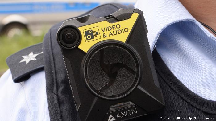 Deutschland Start der Erprobungsphase für Body-Cams an Polizisten (picture-alliance/dpa/F. Kraufmann)