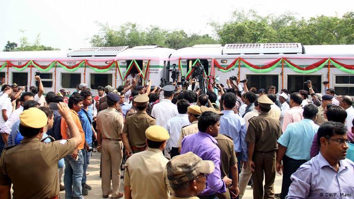 Indien Einweihung der Bahn zwischen Kolkhata und Khulna (DW/P. Mani)