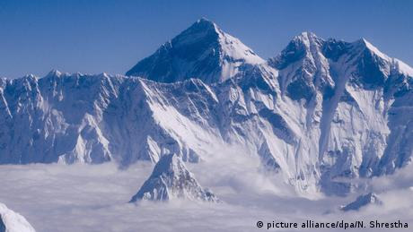 Mount Everest (picture alliance/dpa/N. Shrestha)