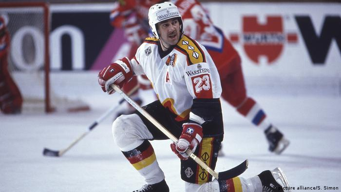 Deutschland Eishockey - Dieter Hegen (picture alliance/S. Simon)