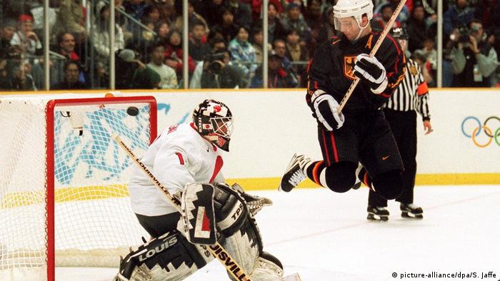 Olympia 1998 in Japan - Eishockey Deutschland - Japan (picture-alliance/dpa/S. Jaffe)