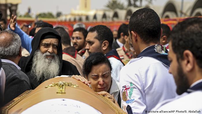 Ägypten Beisetzung Anschlag in Alexandria (picture-alliance/AP Photo/S. Abdallah)