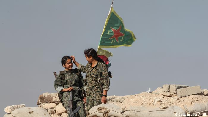 Syrien YPG-Frauenkämpferinen in Tal Abyad (Getty Images/A. Sik)