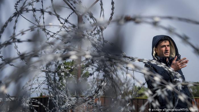 Ungarisch-Serbische Grenze Containerlager für Flüchtlinge in Tompa