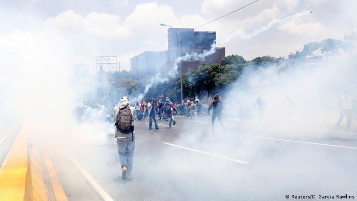 Venezuela Protesten gegen Präsident Nicolas Maduro in Caracas (Reuters/C. Garcia Rawlins)