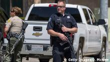+++Optimiert für mobile Angebote+++10.04.2017 SAN BERNARDINO, CA - APRIL 10: Police offers stand guard at North Park Elementary School following a shooting on campus on April 10, 2017 in San Bernardino, California. Two people died, including the suspected shooter, and two children were wounded in the apparent murder-suicide attack. (Photo by David McNew/Getty Images)