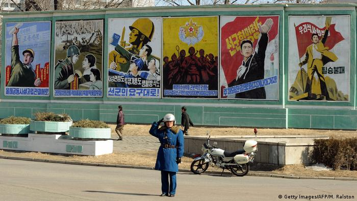Nordkorea Propagandaplakate (Getty Images/AFP/M. Ralston)